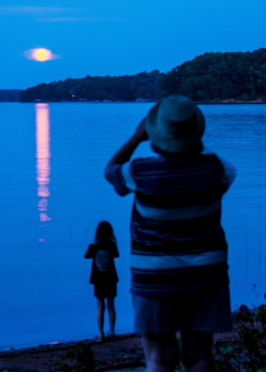 artist of all ages were trying to get their special shot of the moon.....